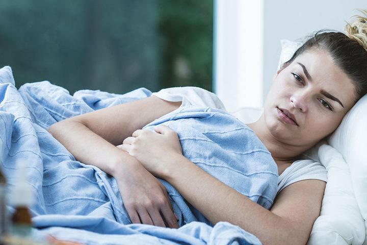 Wen die gefährliche Virus-Erkrankung erwischt, dem geht es richtig schlecht.