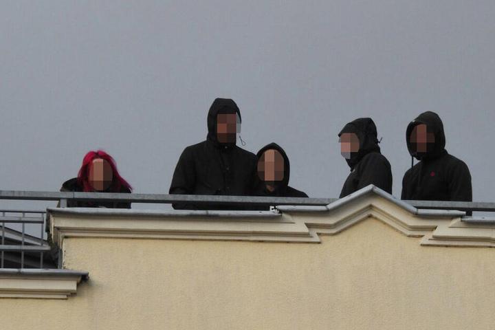 Etwa 30 Personen aus der rechten Szene formierten sich zur Spontan-Demonstration.