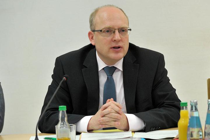 Kämmerer Sven Schulze (44, SPD) wacht mit Argusaugen über die Finanzen.