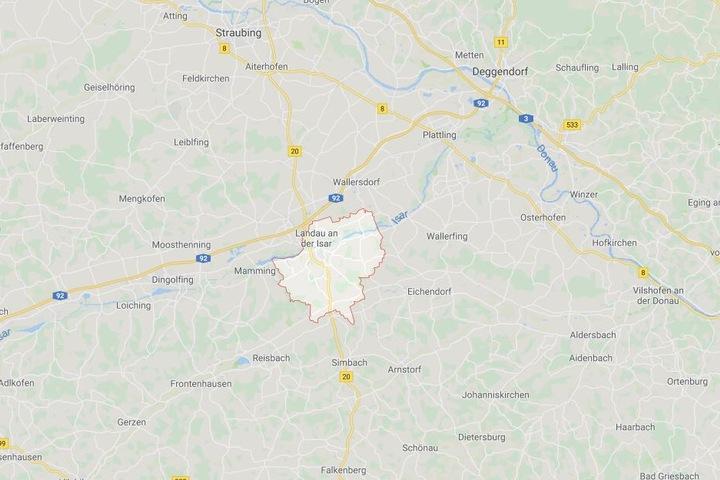 Bei Landau an der Isar ist es auf der Bundesstraße 20 zu einem schweren Verkehrsunfall gekommen.