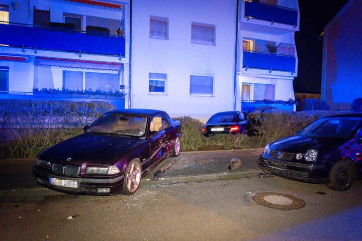 Auch zwei weitere Fahrzeuge wurden in Mitleidenschaft gezogen.