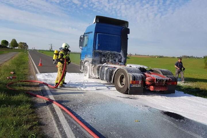 18 Kameraden der Feuerwehr Mutzschen rückten aus und bekämpften den Brand schnell. Nur dank des schnellen Handelns des Fahrers wurde Schlimmeres verhindert.