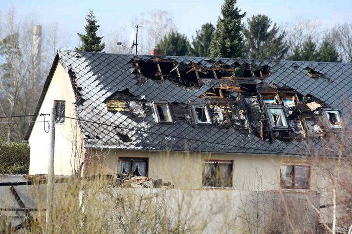 Am Tag danach : Ein Wohnhaus ist durch das Feuer auch komplett zerstört.