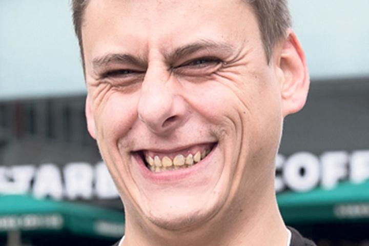 """Peer (31), Hilfskoch aus Dresden, wählt die FDP: """"Aus Deutschland muss etwas werden. Die Ausländer sollen raus. Wenn es die NPD noch gäbe, würde ich die wählen."""""""