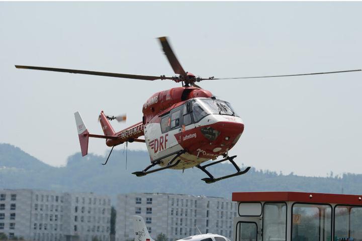 Das Kind wird mit einem Rettungshubschrauber in eine Klinik gebracht. (Symbolbild)