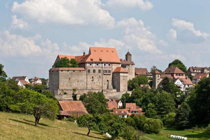 Das beschauliche Cadolzburg im Landkreis Fürth wurde zum Tatort einer Attacke auf zwei Frauen. (Archivbild)
