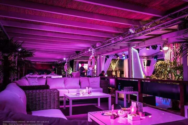 Der VIP-Bereich der Sommerlounge im Club MyHouse.