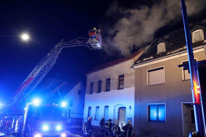 In Meerane gab es ein Feuer unterm Dach in einem Reihenhaus in der Waldenburger Straße.