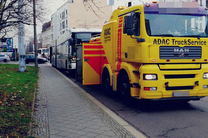 Der Bus war nicht mehr fahrtüchtig, musste vom ADAC abgeschleppt werden.