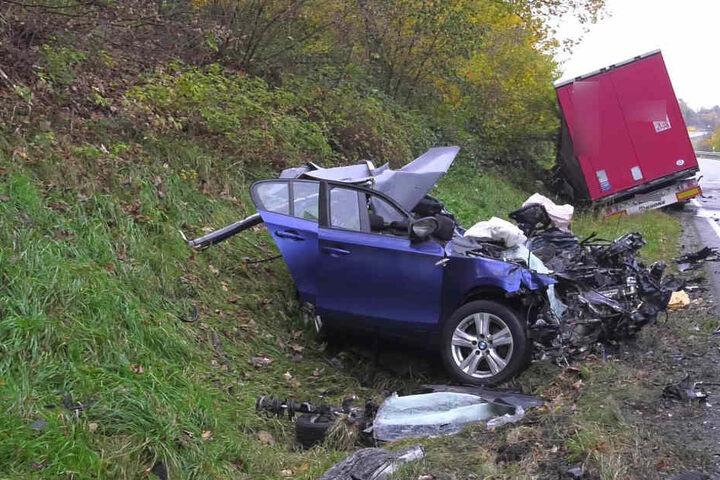 Der Unfallverursacher starb noch am Unfallort.