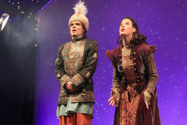 """Als Auftakt wurde das Märchen """"Aladin und die Wunderlampe"""" aufgeführt."""