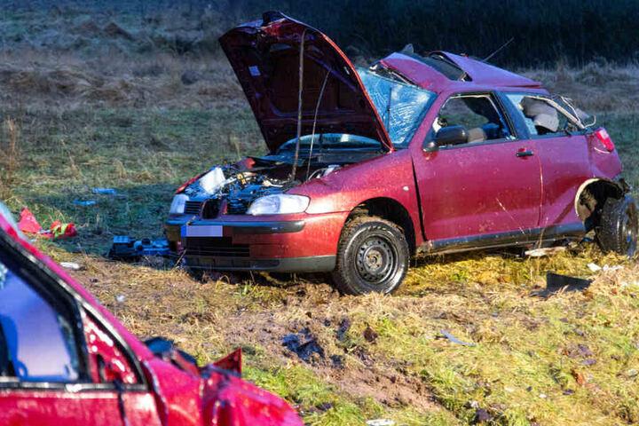 Der Fahrer des Seat verstarb noch am Unfallort.
