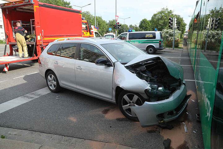 Der VW Golf wurde erheblich beschädigt.