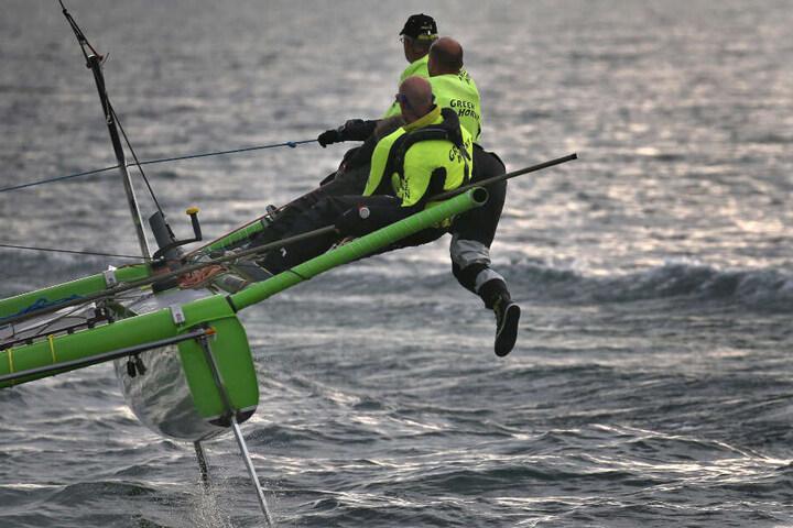 Ein Katamaran bei der Segelveranstaltung.