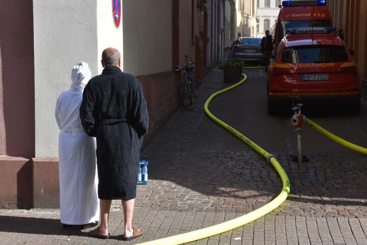 Insgesamt wurden 85 Menschen aus dem Hotel und umliegenden Häusern evakuiert.