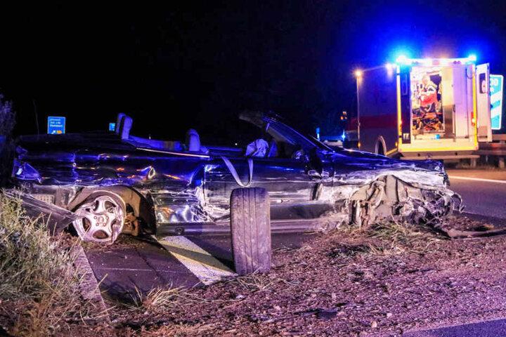 Beide Autoinsassen kamen verletzt in ein Krankenhaus.