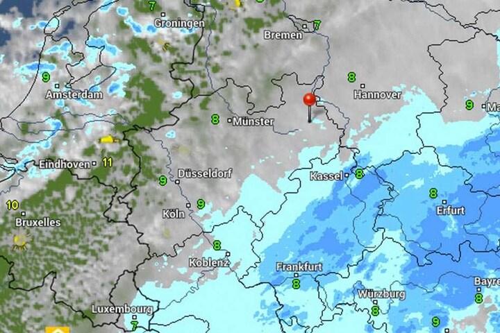 Der Himmel über OWL zeigt sich ab Montag bedeckt. Es wird viel regnen und der erste Schnee droht.