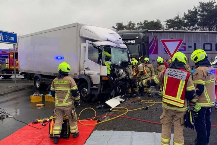 Der Unfall hat sich an der Anschlussstelle zur A33 ereignet.