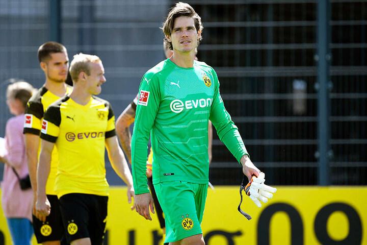 Marwin Hitz (r.) wird am Samtagabend anstelle des verletzten Roman Bürki im BVB-Tor stehen.