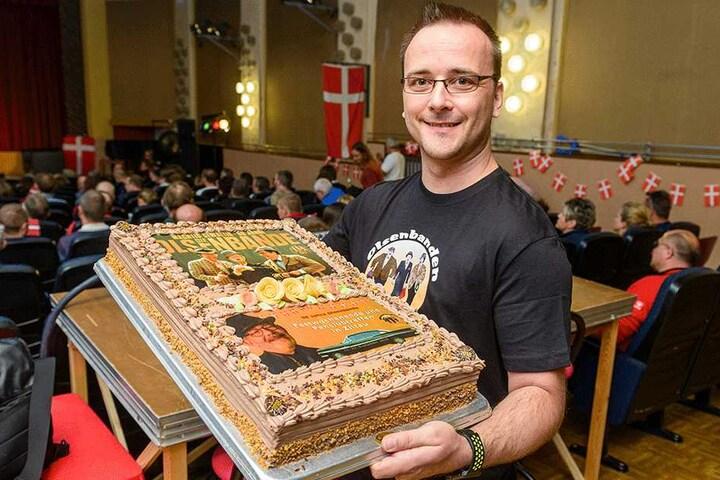 Danilo Mielniczek (40) brachte die passende Torte zum Jubiläum.