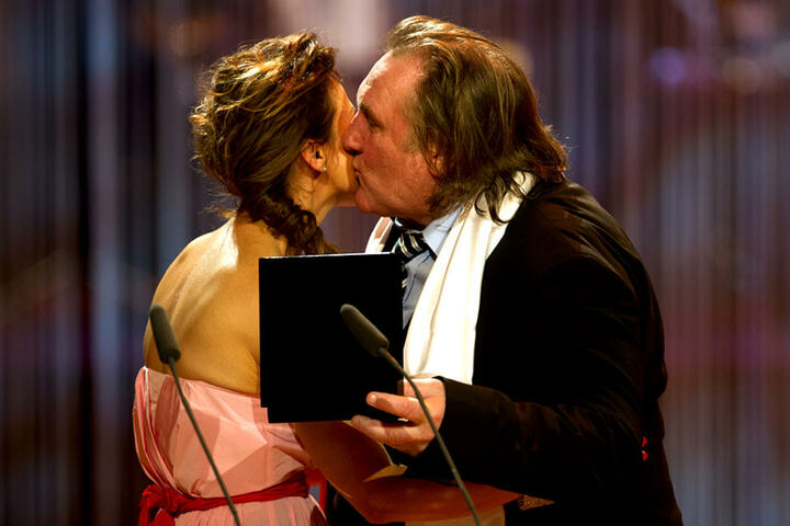 2013 bekam der französische Schauspieler Gerald Depardieu den Orden, der  zuvor Martin Winterkorn verliehen wurde.