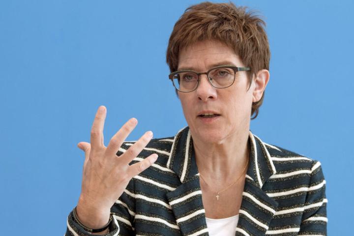 """Die CDU-Chefin ist sich der Streitfragen bewusst: """"Das wird heute Abend noch ein hartes Ringen."""""""