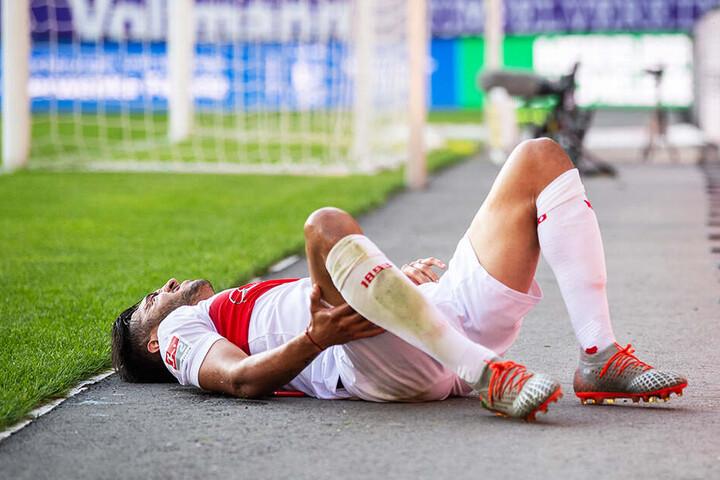 Elfmeter? Stuttgarts Nicolas Gonzalez landete nach dem Zusammenprall mit Calogero Rizutto neben dem Feld.