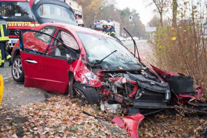 Der Wagen des 29-Jährigen wurde bei dem Crash komplett zerstört.