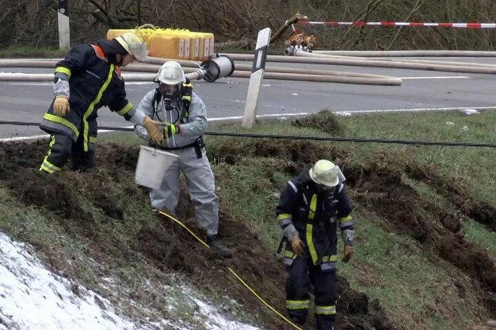 Hochexplosives Kerosin musste von der Feuerwehr aus dem Tank gepumpt werden.
