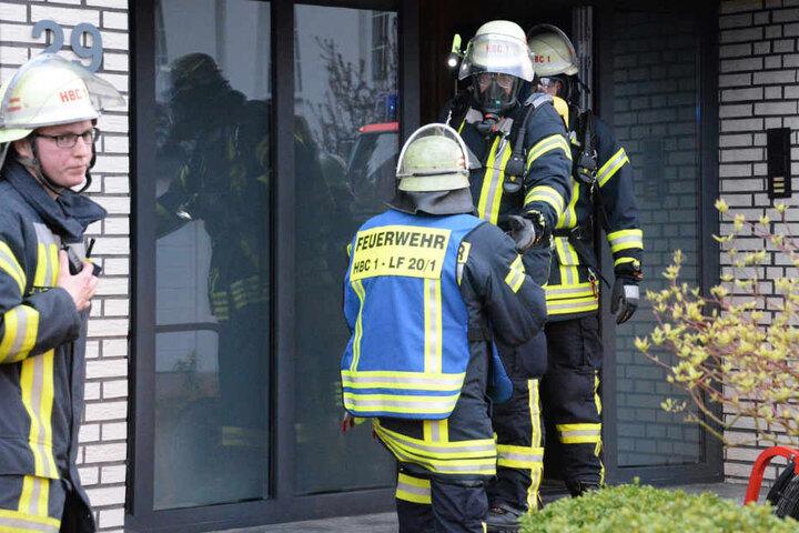 Die Einsatzkräfte entdeckten schnell, dass die Elektroverteilung brannte und nicht die Gasheizung.