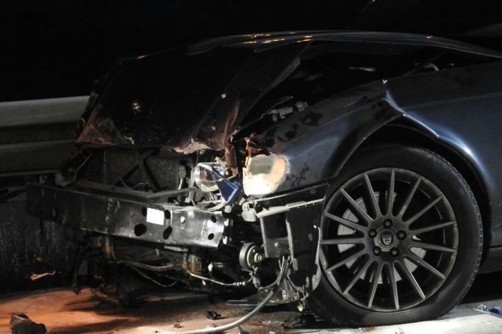 Die Schnauze des Jaguar wurde bei dem Crash komplett zertrümmert.