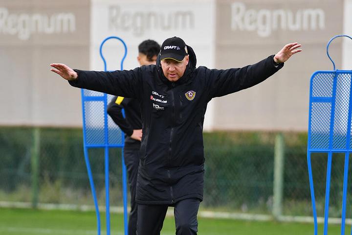 Engagiert: Dynamo-Trainer Maik Walpurgis ließ verstärkt Angriffe und Abschlüsse üben.