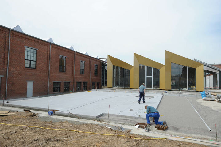 In Gold eingefasst das zukünftige neue Restaurant des Horch-Museums. Links die ehemaligen Produktionshallen der Trabant. Dort findet die neue Ausstellung ihr Zuhause.