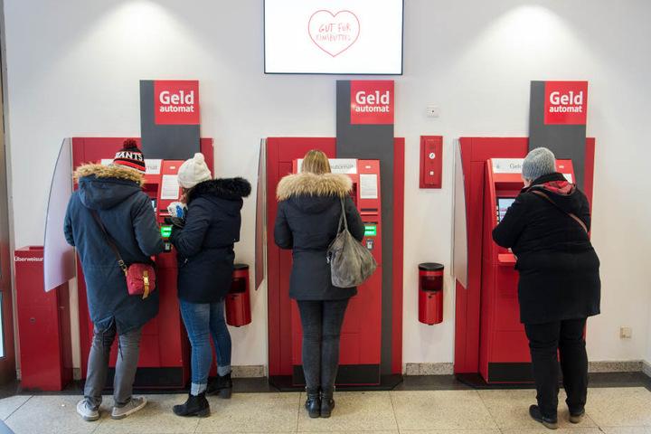 Die Sparkasse Bautzen hat als sechstes Kreditinstitut einseitig Langzeitsparverträge mit ihren Kunden aufgelöst. (Symbolbild)