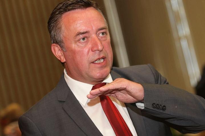 Oberbürgermeister Ralf Oberdorfer kämpft um den Erhalt der Schulen.