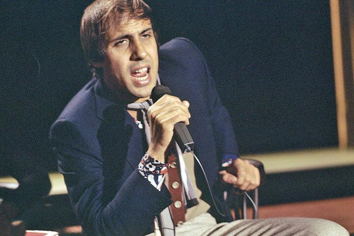 """Der italienische Sänger und Schauspieler Adriano Celentano im """"ZDF-Nightclub"""" am 7. Oktober 1970."""