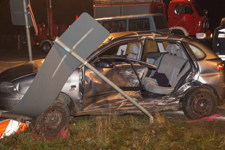 An beiden Autos entstand ein Totalschaden in Höhe von 15.000 Euro.