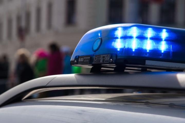 Die Polizei bittet Zeugen um Hinweise.