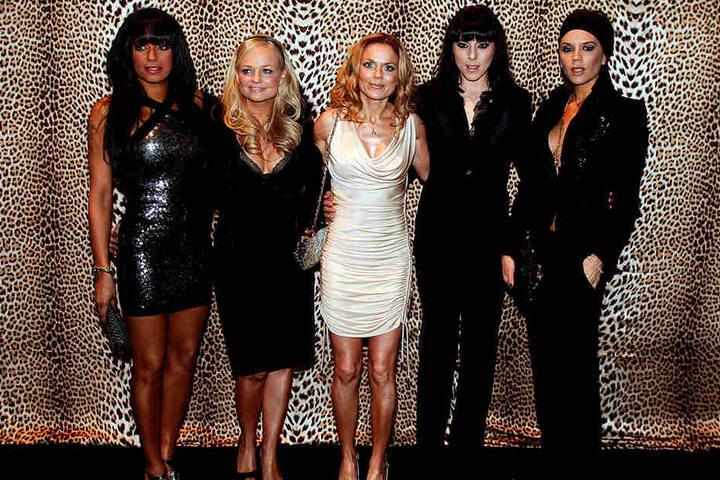Die Spice Girls 2008 vor der Show des italienischen Modedesigners Roberto Cavalli in Italien. v.li.: Melanie Brown (Scary Spice, Mel B), Emma Burton (Baby Spice), Geri Halliwell (Ginger Spice), Melanie Chisholm (Sporty Spice, Mel C) und Victoria Beckham (