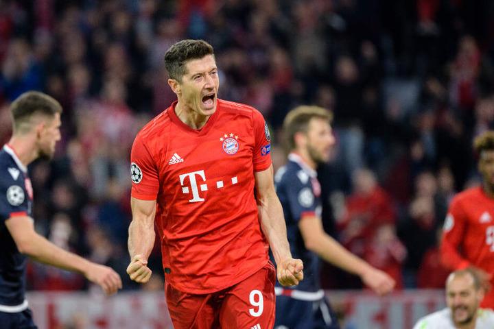 Robert Lewandowski vom FC Bayern München jubelt über seinen Treffer zum 2:0.