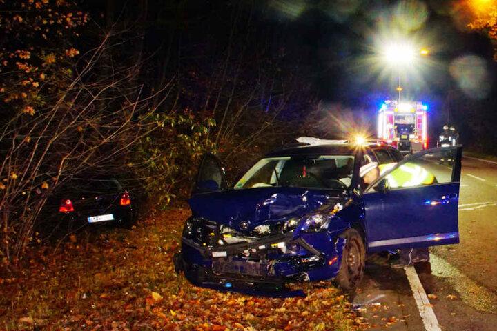 Beide Fahrer wurden in umliegende Krankenhäuser eingeliefert.