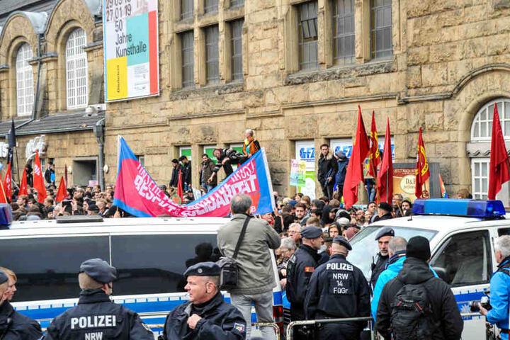 Am Hauptbahnhof trafen sich sowohl die Rechten als auch die Gegendemonstranten.