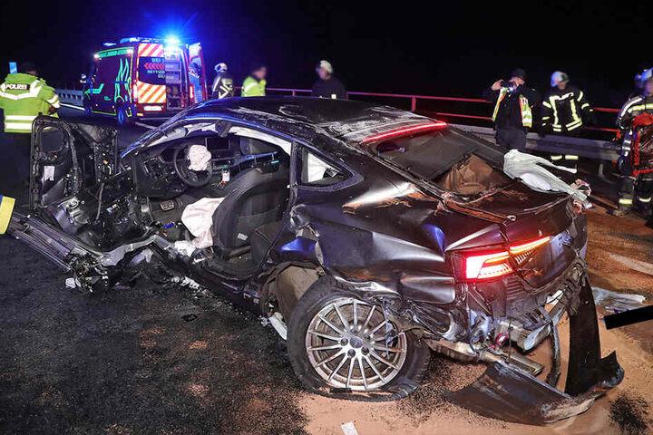 Der Fahrer des Audis wurde in seinem Fahrzeug eingeklemmt.