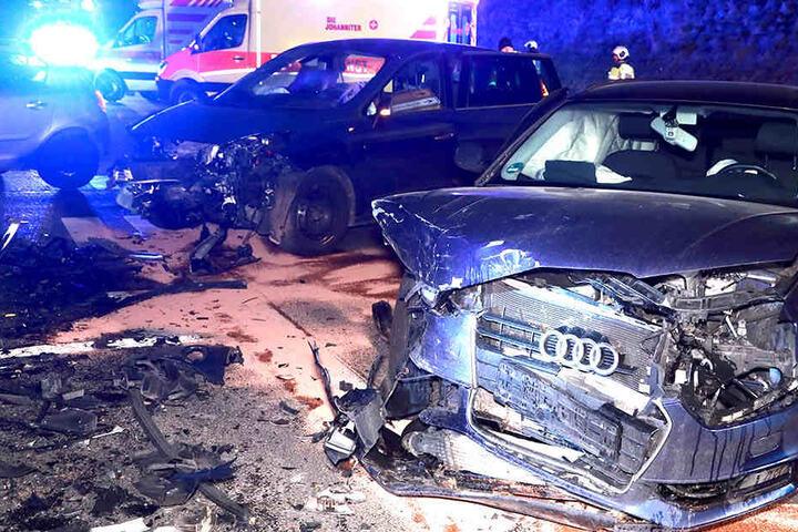 Mehrere Personen verletzten sich bei dem Crash.