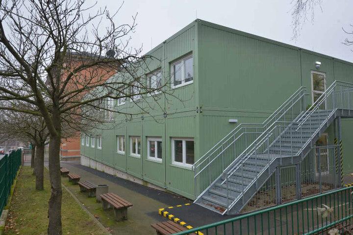 Seit knapp zwei Jahren stehen diese Schulcontainer an der Grundschule Altendorf.