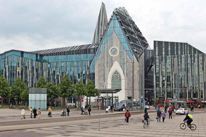 Rund 12 Jahre dauerten die Baurarbeiten auf dem Uni-Campus an. Das Paulinum ist der ehemaligen Universitätskirche nachempfunden, die 1968 gesprengt worden war.