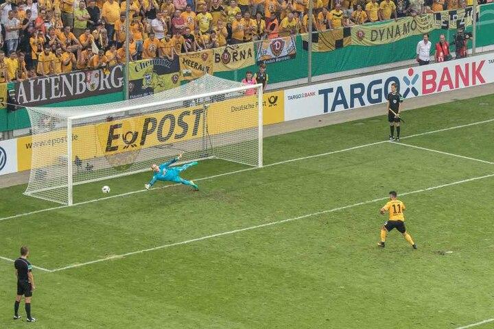 Der Moment, in dem Aias Aosman in die zweite Pokalrunde und zum Sieg über RB Leipzig schießt.