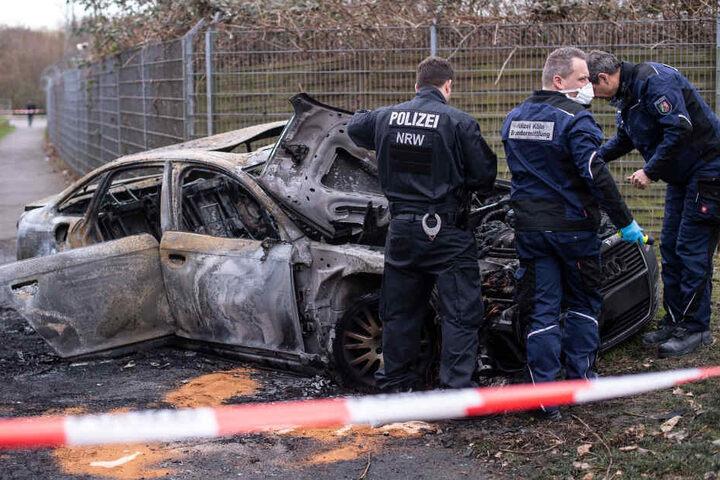 Das Fluchtauto hatten die Täter in der Nähe einer Autobahn-Raststätte in Brand gesetzt.