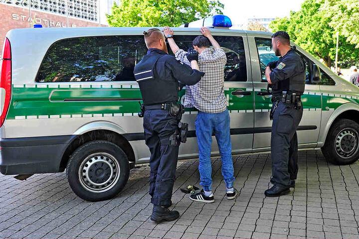 Neben häufigen Polizeikontrollen sollen im Stadthallenpark bald auch Kameras für Sicherheit sorgen.