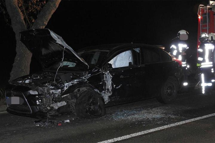 Neben dem Kleintransporter wurde auch ein Pkw schwer beschädigt.